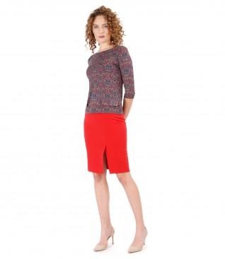 Tinuta eleganta cu fusta din stofa elastica si bluza din jerse elastic imprimat