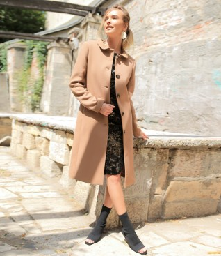 Jacheta cu guler rotund si rochie din catifea imprimata