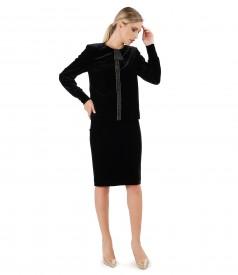 Tinuta de ocazie cu sacou si fusta din catifea elastica neagra
