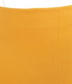 Fusta office din stofa elastica cu slit petrecut pe fata