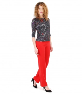 Pantaloni drepti cu bluza din jerse imprimat