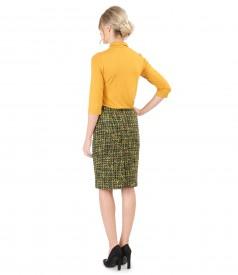 Tinuta eleganta cu fusta din bucle multi-color si bluza din jerse uni
