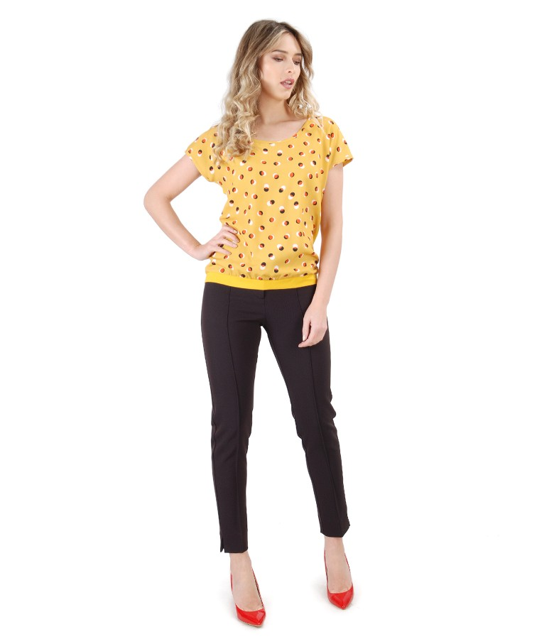 Pantaloni pana cu bluza cu fata imprimata cu buline