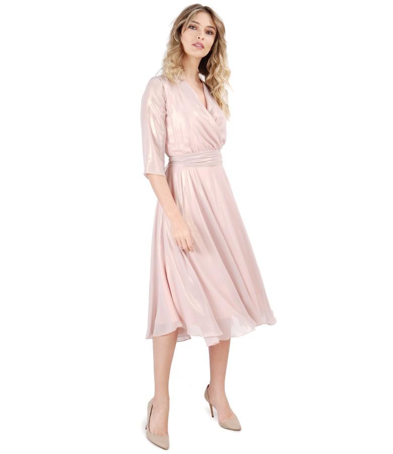 Tinuta de ocazie cu rochie si esarfa din voal sidefat