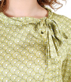 Bluza din vascoza cu guler gen esarfa