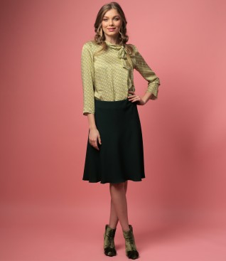 Bluza din vascoza cu guler gen esarfa si fusta semiclos