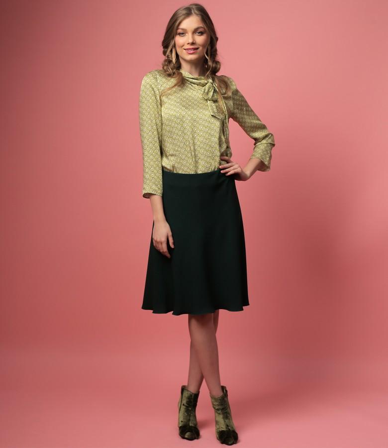 Bluza din viscoza cu guler gen esarfa si fusta semiclos
