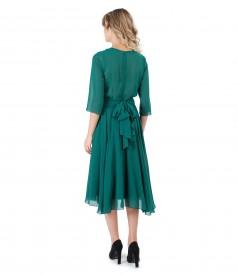 Tinuta de ocazie cu rochie si esarfa din voal uni