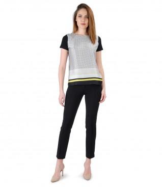 Tinuta eleganta cu pantaloni pana si bluza cu fata imprimata cu motive geometrice