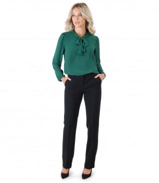 Pantaloni cu bluza cu guler tip esarfa
