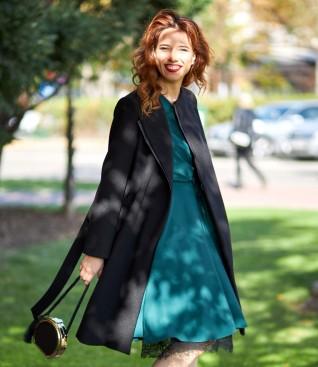Rochie cu dantela la terminatie si palton petrecut
