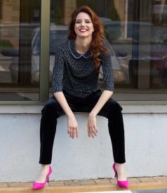 Bluza cu guler rotund si pantaloni din catifea neagra