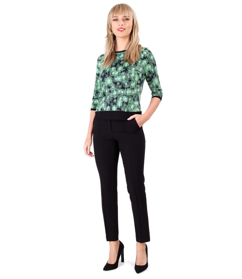Tinuta eleganta cu pantaloni pana si bluza din jerse imprimat