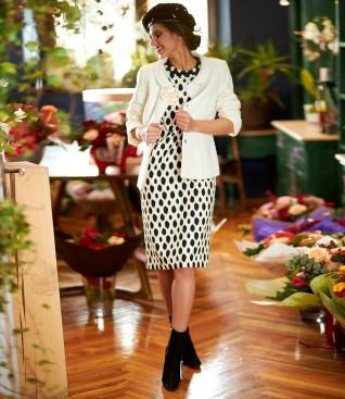 Tinuta eleganta cu sacou din bucle de viscoza si rochie midi