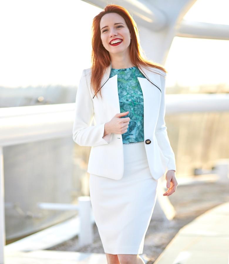 Costum dama office cu sacou si fusta din stofa elastica alba