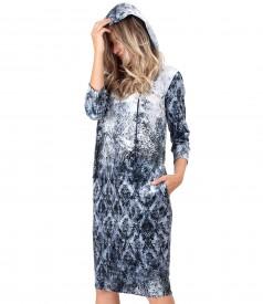Rochie cu gluga din catifea elastica imprimata