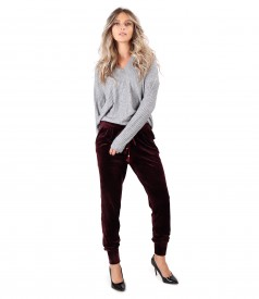 Tinuta casual cu pantaloni din catifea si bluza lejera din jerse elastic
