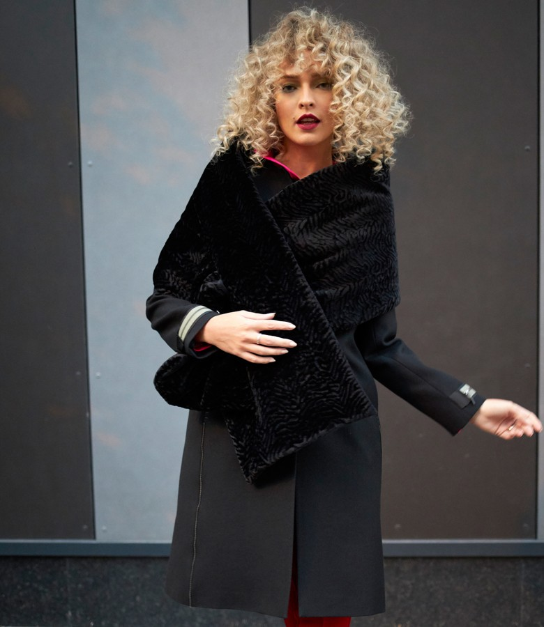 Sal din catifea texturata cu palton cu lana virgina