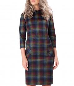 Rochie din jerse elastic gros in carouri si guler rotund