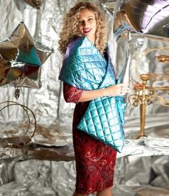 Sal din tesatura matlasata impermeabila si rochie din catifea