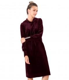 Rochie din catifea cu gluga si cu garnitura din elastic la mansete