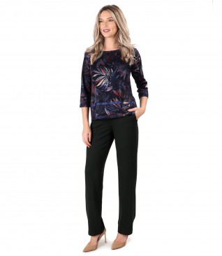 Pantaloni lejeri din jerse elastic gros cu bluza din jerse imprimat cu motive florale