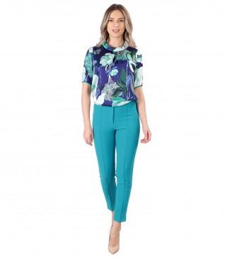 Pantaloni pana cu bluza din saten imprimat cu motive florale