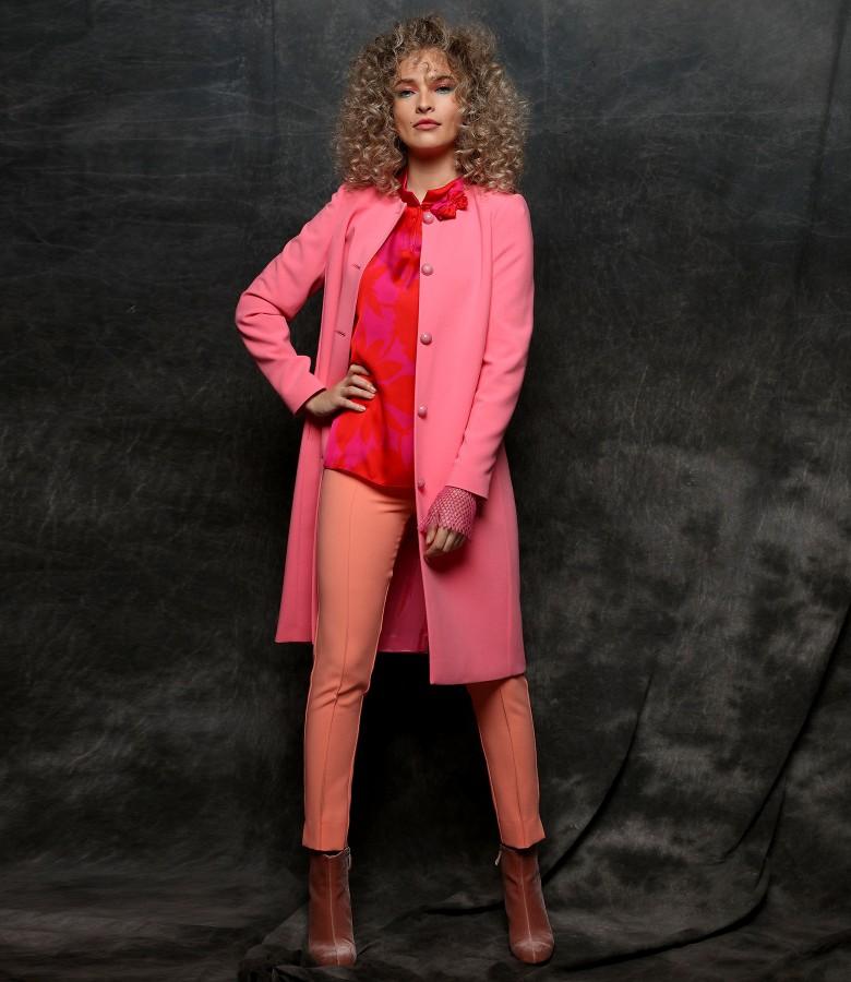 Jacheta eleganta cu pantaloni pana si bluza din saten imprimat