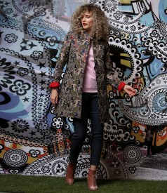 Jacheta eleganta din brocart cu fir metalic cu pantaloni din denim