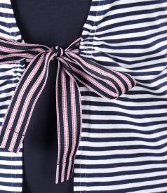 Bluza din jerse cu dungi legata cu cordon din rips