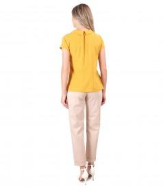 Pantaloni din bumbac texturat cu bluza din viscoza cu picouri