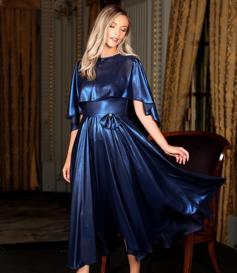 Tinuta de ocazie cu rochie si capa din voal sidefat