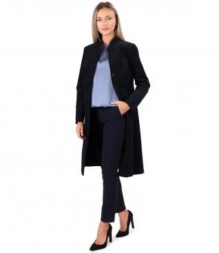 Tinuta eleganta cu jacheta din catifea imprimata cu picouri si pantaloni pana
