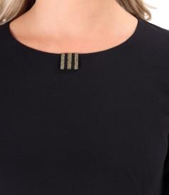 Rochie din stofa elastica decorata cu elastic auriu