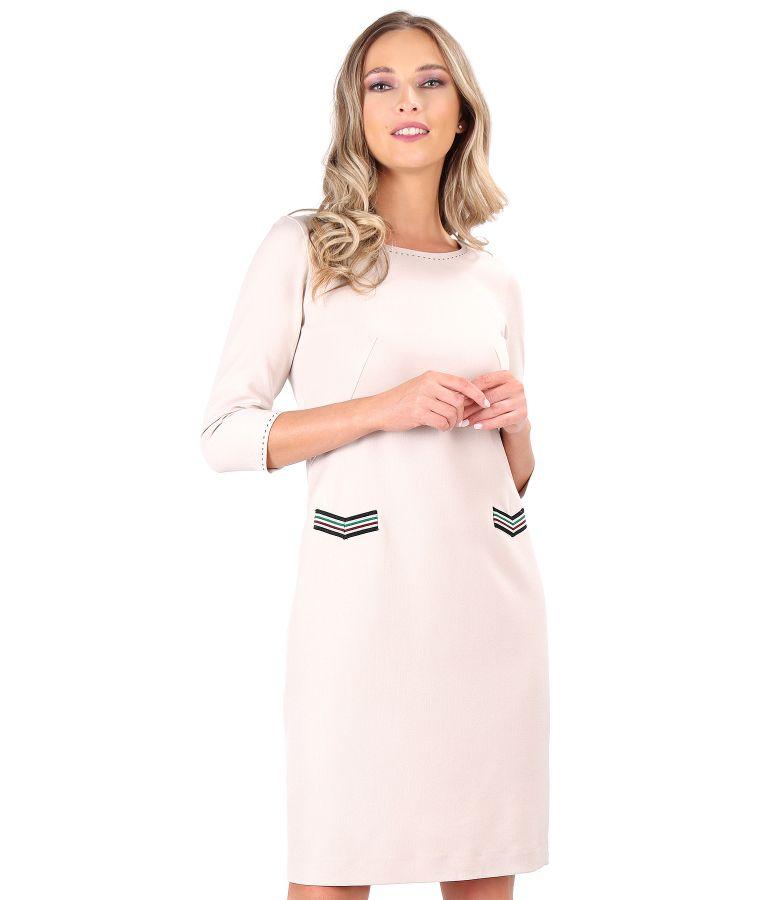 Rochie din stofa elastica decorata cu pasmanterie multicolora